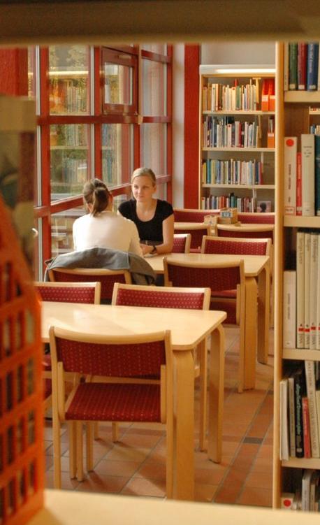 Elever i biblioteket